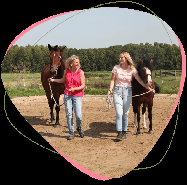 met-beide-benen-op-de-grond-tijdens-paardencoaching
